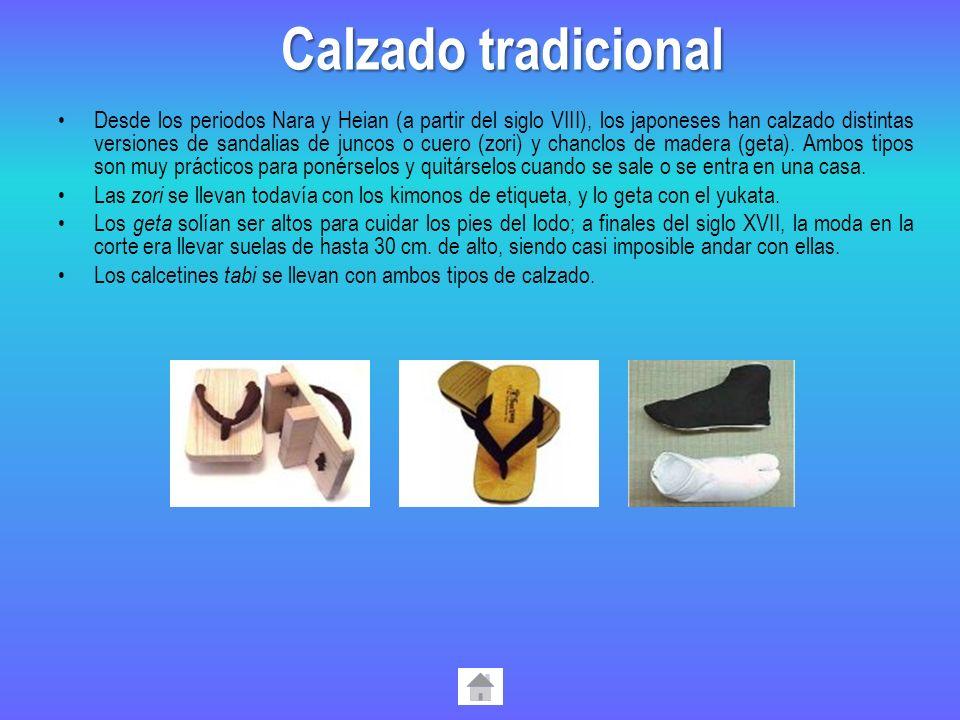 Desde los periodos Nara y Heian (a partir del siglo VIII), los japoneses han calzado distintas versiones de sandalias de juncos o cuero (zori) y chanc
