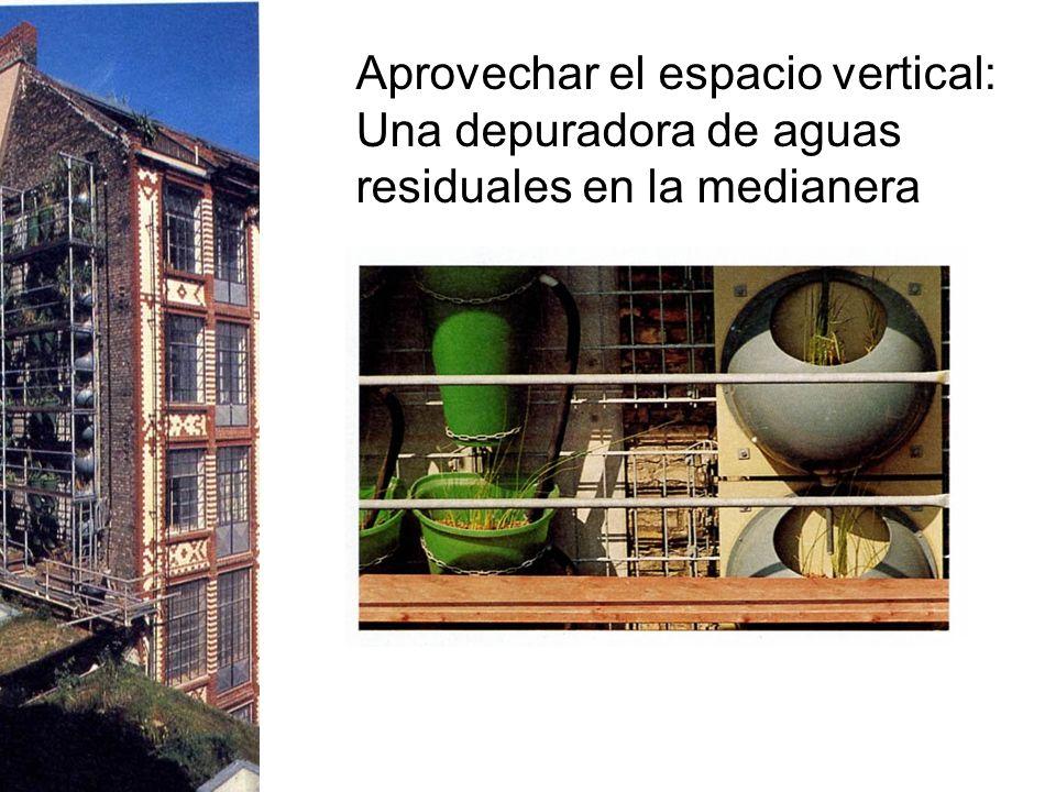 Aprovechar el espacio vertical: Una depuradora de aguas residuales en la medianera