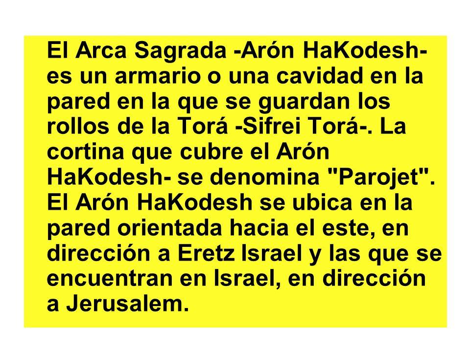 El Arca Sagrada -Arón HaKodesh- es un armario o una cavidad en la pared en la que se guardan los rollos de la Torá -Sifrei Torá-. La cortina que cubre