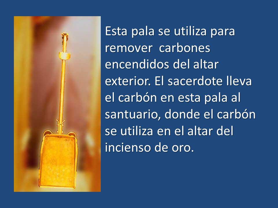 Esta pala se utiliza para remover carbones encendidos del altar exterior. El sacerdote lleva el carbón en esta pala al santuario, donde el carbón se u