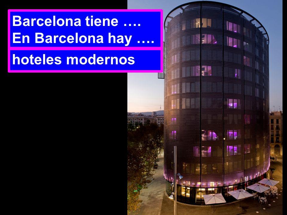 Barcelona tiene …. En Barcelona hay …. hoteles modernos