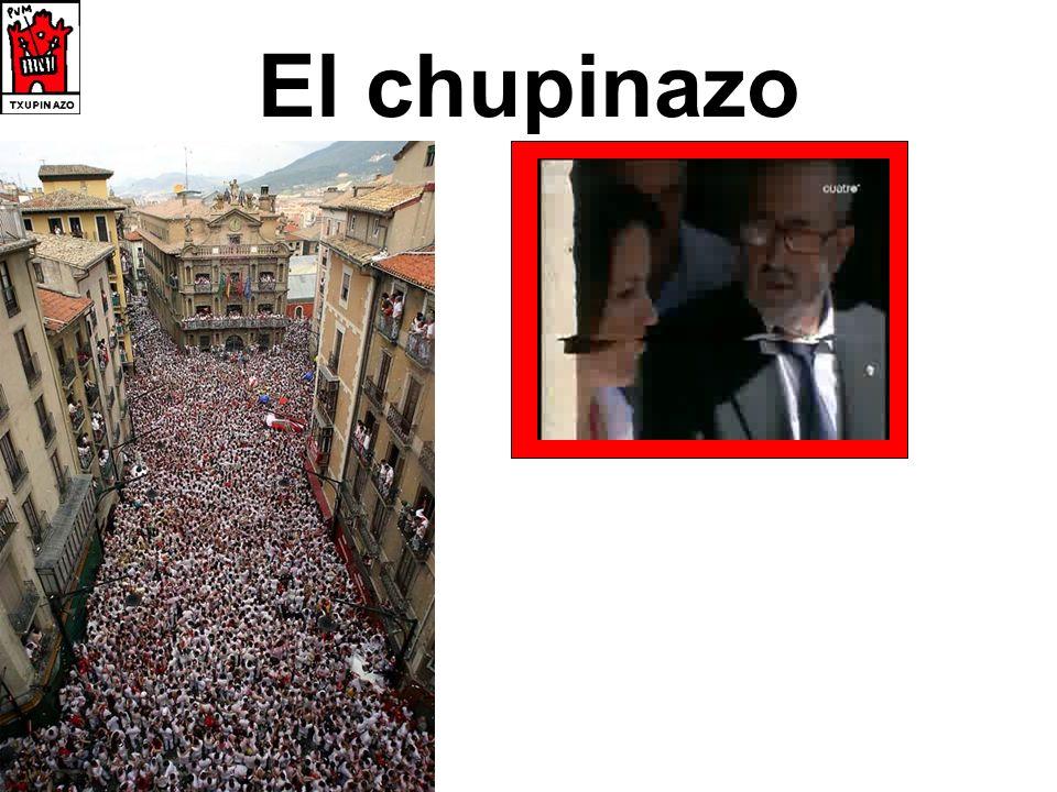 Una peña salen = they go out organizan = they organise