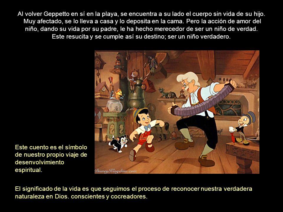 En el cuento, Pinocho tiene un plan. Se le ocurre un modo de escapar, que requiere mucha fuerza y valor, y lo consigue. Pero cuando están en medio del