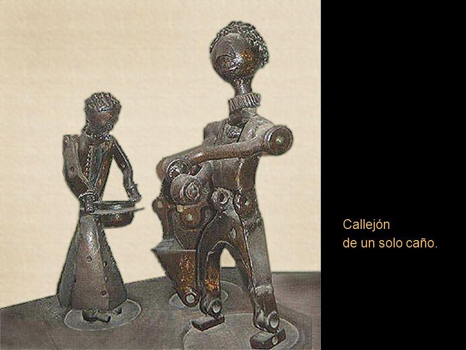 Acerca de su obra el crítico de arte Alfonso La Torre escribió:...Moreno utiliza el fierro para hacerlo cantar con la diamantina luz de la poesía.....