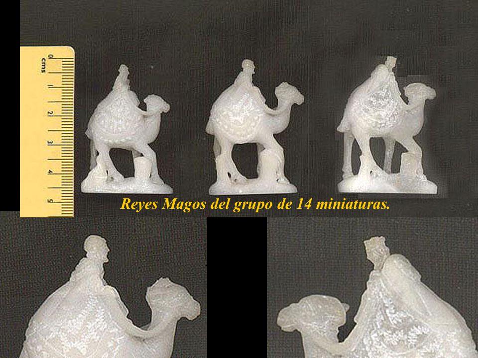 Nacimiento en piedra de Huamanga, grupo de 14 miniaturas, la más alta mide 4.5 cm. Son de un artesano ayacuchano, fallecido.