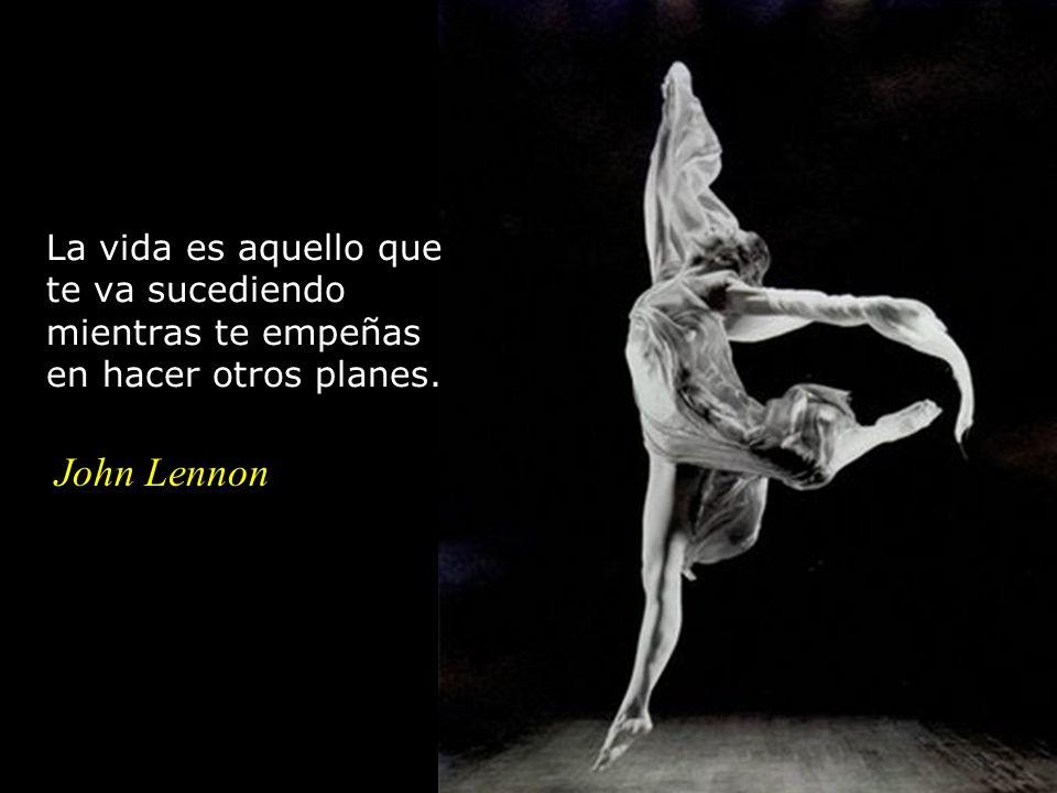 La vida es aquello que te va sucediendo mientras te empeñas en hacer otros planes. John Lennon