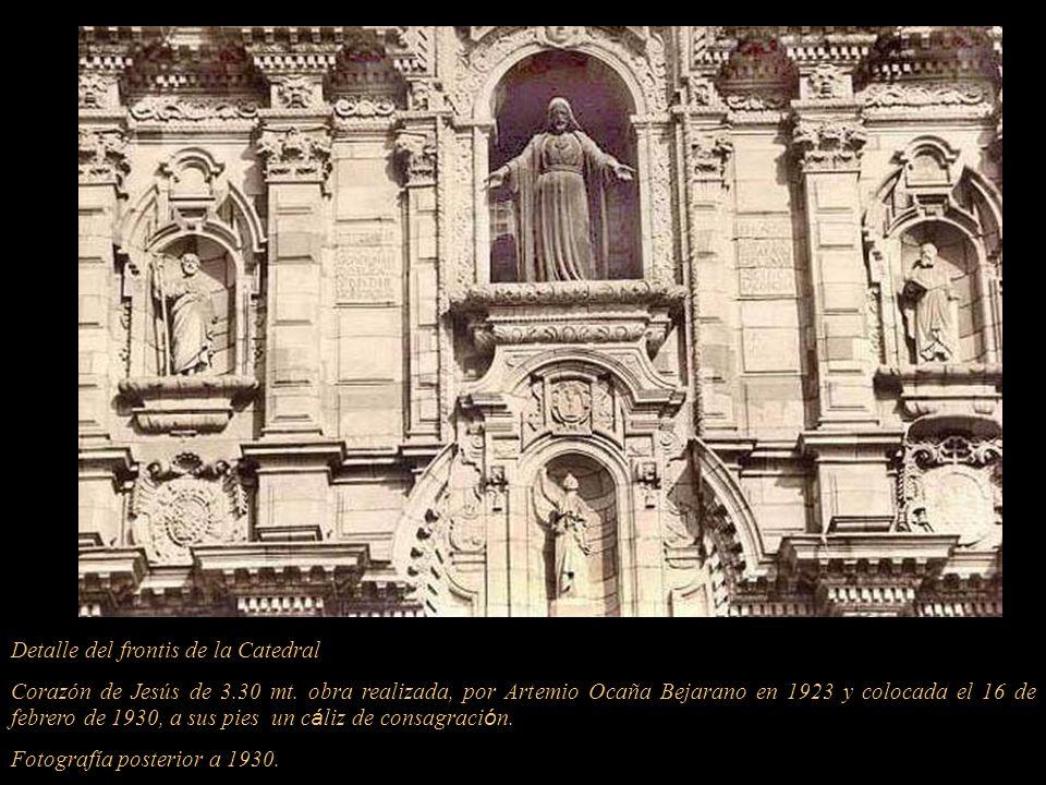 El 28 de Mayo de 1921, se le reconoce con el nombre de Catedral Basílica San Juan Apóstol y Evangelista. En la primera hornacina encima de la puerta e