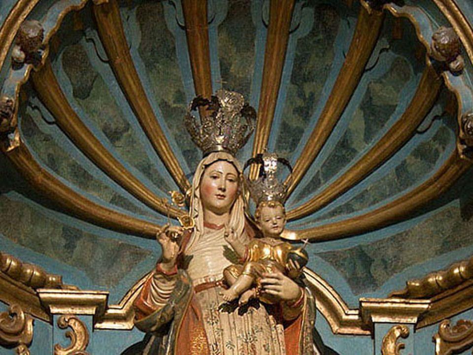 Altar Mayor: Reformado por el Presbítero Matías Maestro entre 1797-1805, luce un hermoso baldaquino de madera con partes laminadas en oro. Otras obras