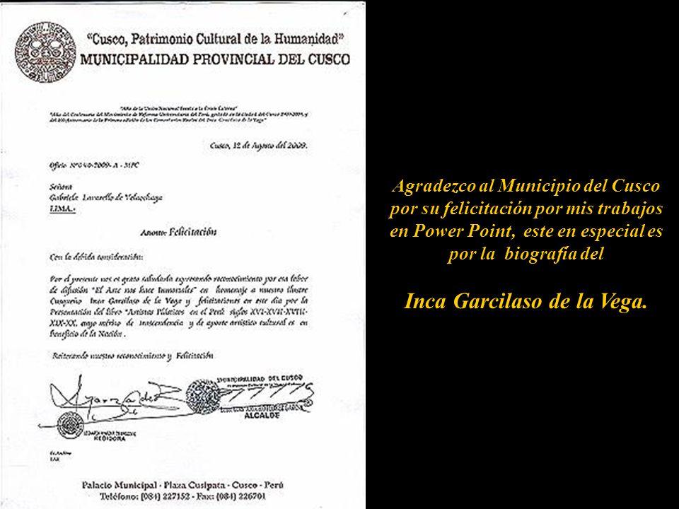 Leonarda Ayarza, Regidora de la Municipalidad del Cusco entregando el Diploma de Reconocimiento de la cuidad Imperial.