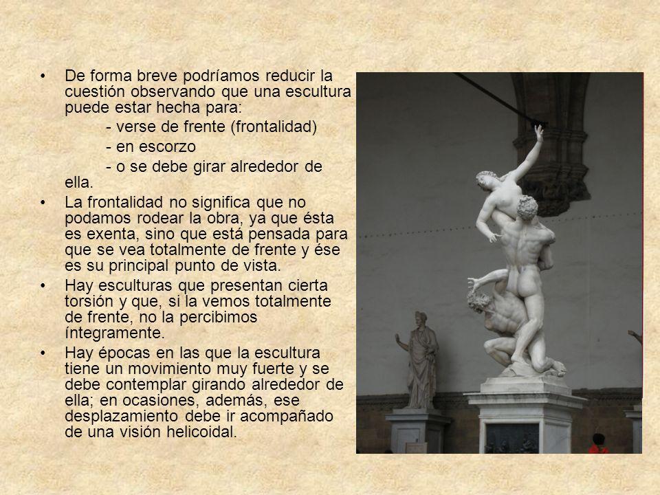 De forma breve podríamos reducir la cuestión observando que una escultura puede estar hecha para: - verse de frente (frontalidad) - en escorzo - o se