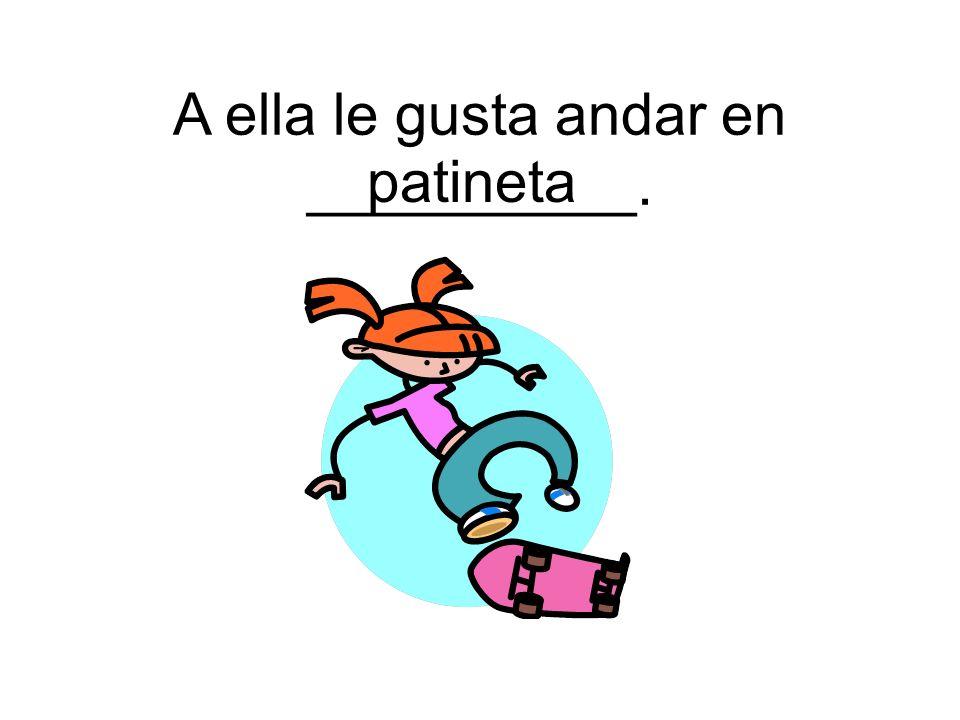 patineta A ella le gusta andar en __________.