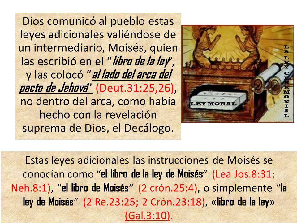 Dios comunicó al pueblo estas leyes adicionales valiéndose de un intermediario, Moisés, quien las escribió en el libro de la ley, y las colocó al lado