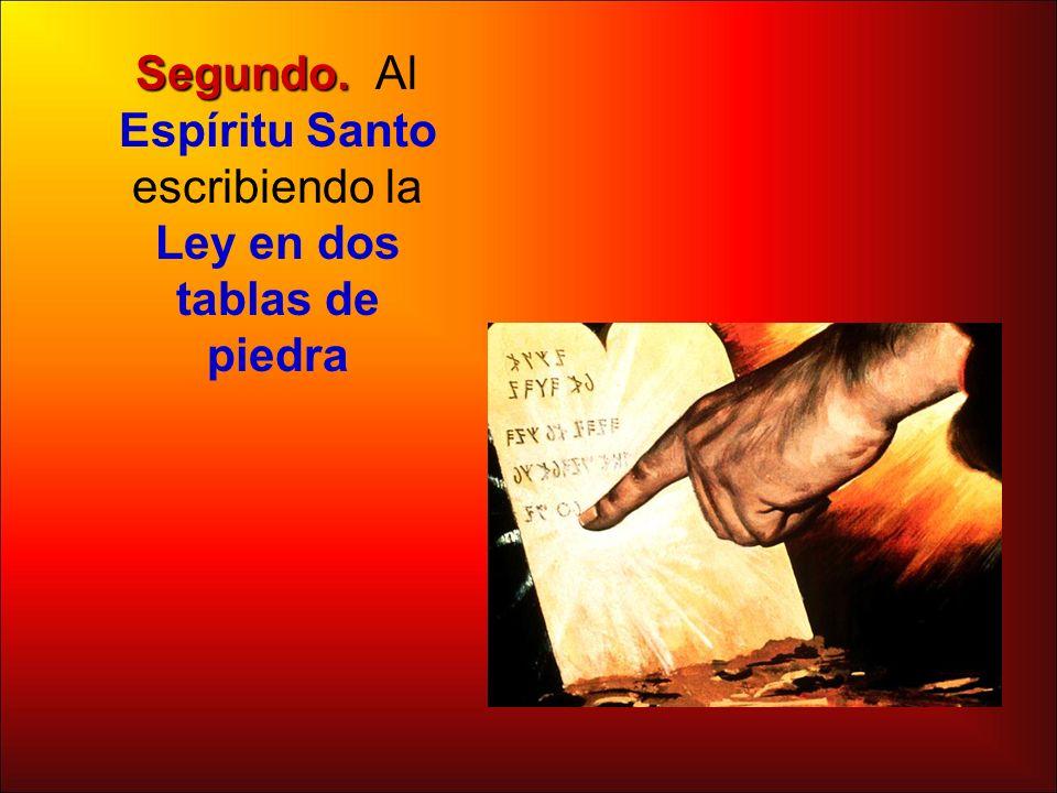 Segundo. Segundo. Al Espíritu Santo escribiendo la Ley en dos tablas de piedra