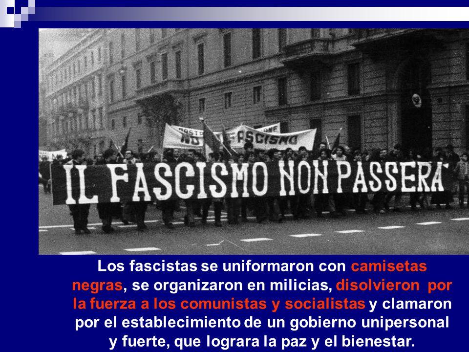Los fascistas se uniformaron con camisetas negras, se organizaron en milicias, disolvieron por la fuerza a los comunistas y socialistas y clamaron por