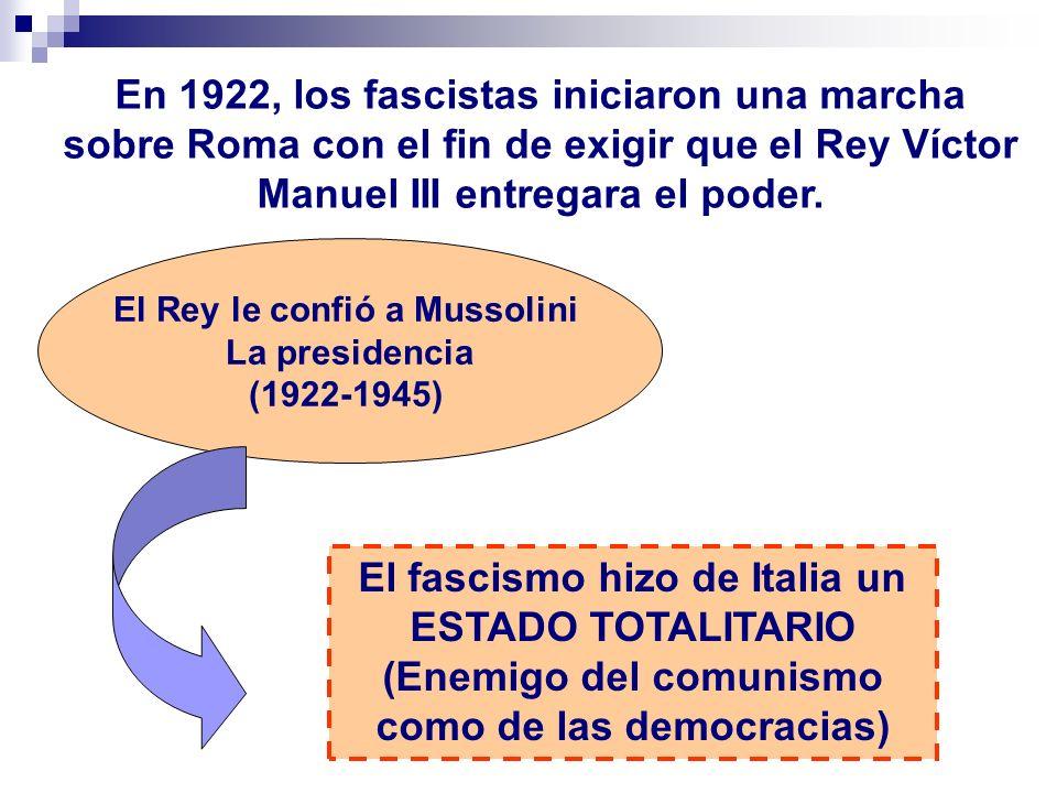 En 1922, los fascistas iniciaron una marcha sobre Roma con el fin de exigir que el Rey Víctor Manuel III entregara el poder. El Rey le confió a Mussol