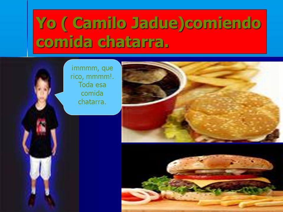 5 Yo ( Camilo Jadue)comiendo comida chatarra. ¡mmmm, que rico, mmmm!. Toda esa comida chatarra.