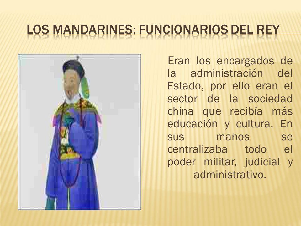 Eran los encargados de la administración del Estado, por ello eran el sector de la sociedad china que recibía más educación y cultura. En sus manos se