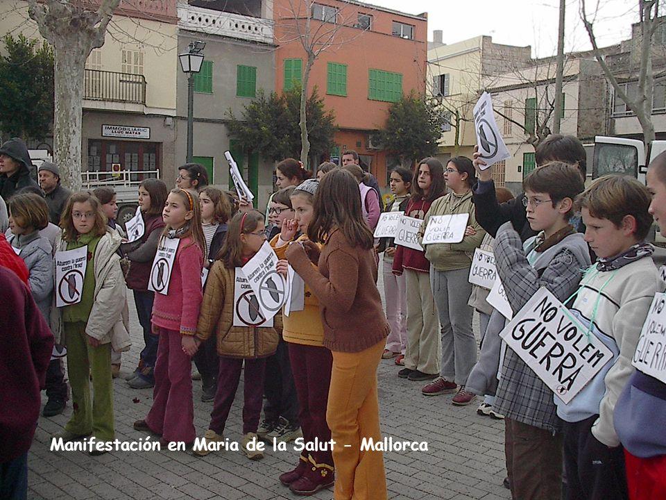 Tots junts, nines i nins, feim la nostra revista Manifestación en Maria de la Salut - Mallorca