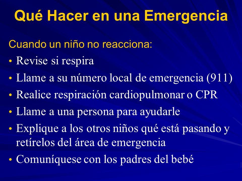 Qué Hacer en una Emergencia Cuando un niño no reacciona: Revise si respira Llame a su número local de emergencia (911) Realice respiración cardiopulmo
