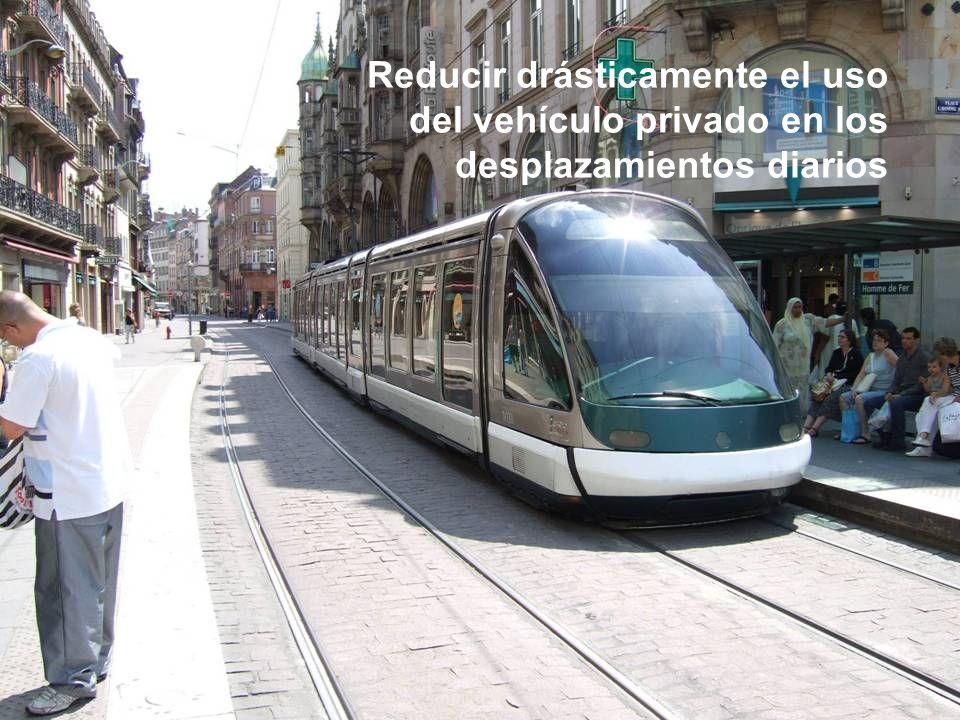 Sesión de Formación - PARTICIPACIÓN PÚBLICA www.transportlearning.net con el apoyo de: Reducir drásticamente el uso del vehículo privado en los despla