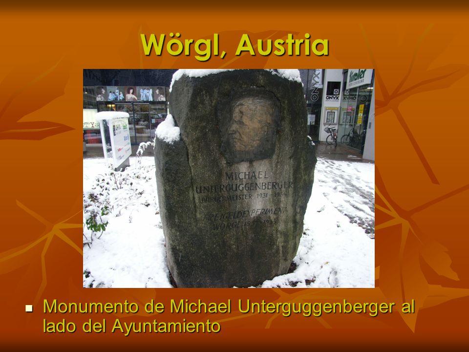 Wörgl, Austria Monumento de Michael Unterguggenberger al lado del Ayuntamiento Monumento de Michael Unterguggenberger al lado del Ayuntamiento