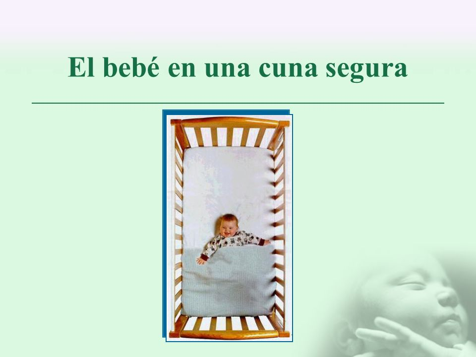 El bebé en una cuna segura