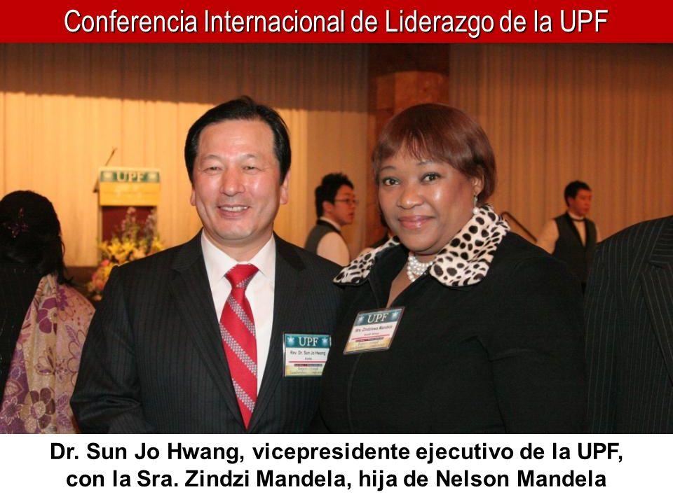 Conferencia Internacional de Liderazgo de la UPF Dr. Sun Jo Hwang, vicepresidente ejecutivo de la UPF, con la Sra. Zindzi Mandela, hija de Nelson Mand
