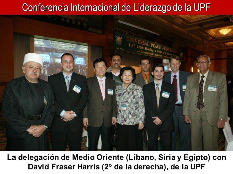 Conferencia Internacional de Liderazgo de la UPF La delegación de Medio Oriente (Líbano, Siria y Egipto) con David Fraser Harris (2 o de la derecha),