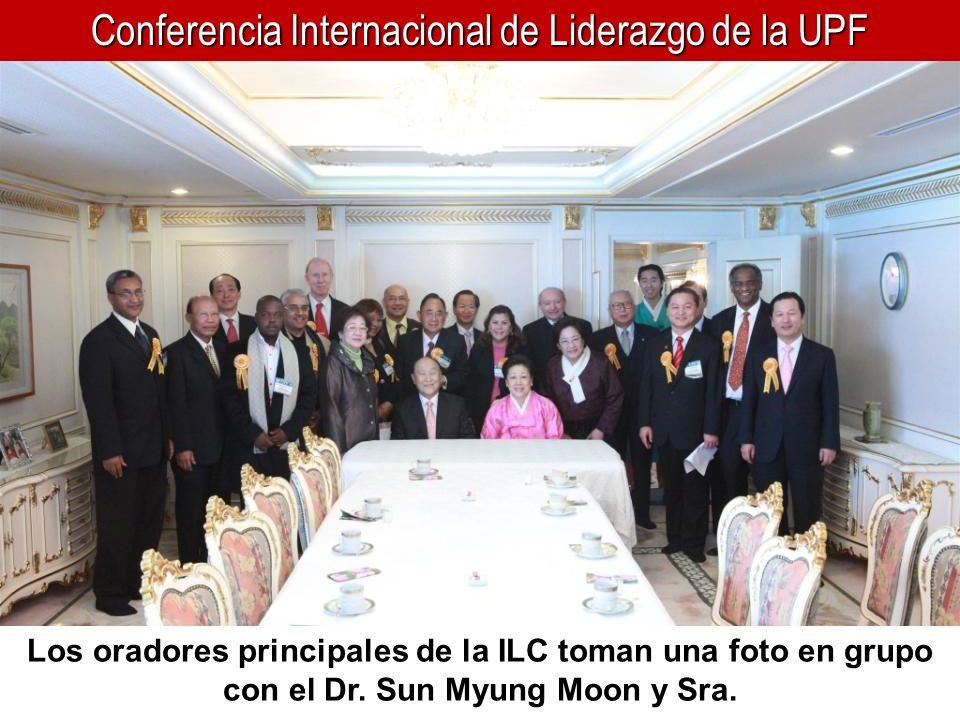 Conferencia Internacional de Liderazgo de la UPF Los oradores principales de la ILC toman una foto en grupo con el Dr. Sun Myung Moon y Sra.