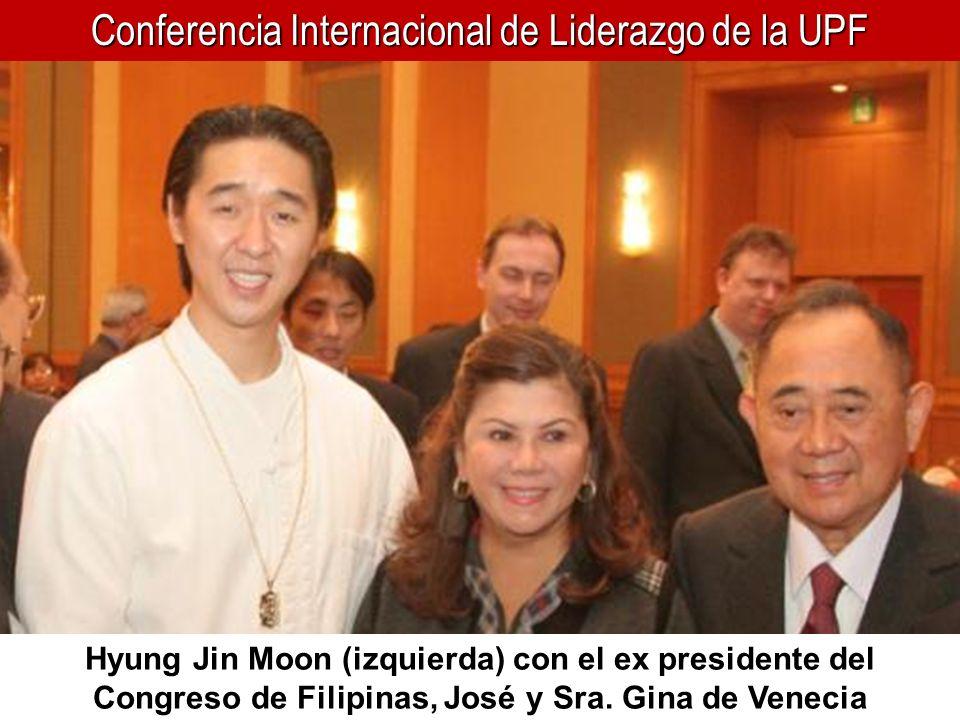 Conferencia Internacional de Liderazgo de la UPF Hyung Jin Moon (izquierda) con el ex presidente del Congreso de Filipinas, José y Sra. Gina de Veneci