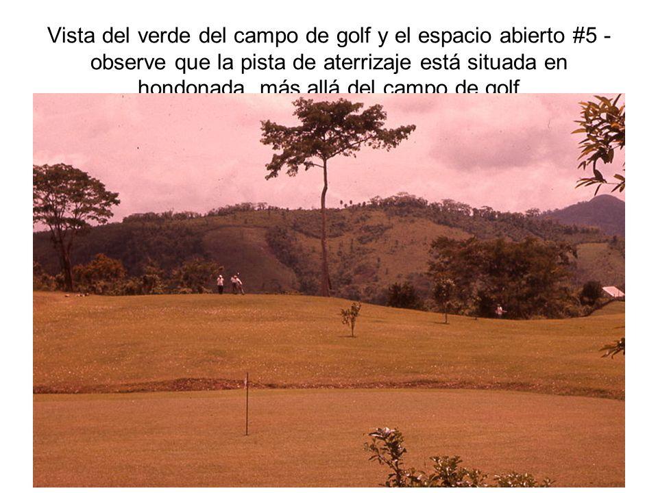 Vista del verde del campo de golf y el espacio abierto #5 - observe que la pista de aterrizaje está situada en hondonada más allá del campo de golf