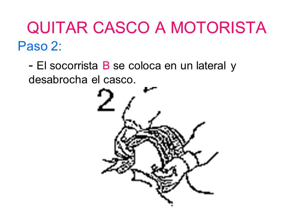 QUITAR CASCO A MOTORISTA Paso 1: - El socorrista A se sitúa detrás del motorista y agarra con ambas manos el lateral del casco.