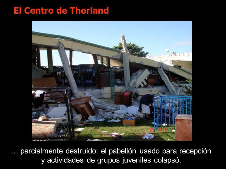 … parcialmente destruido: el pabellón usado para recepción y actividades de grupos juveniles colapsó. El Centro de Thorland