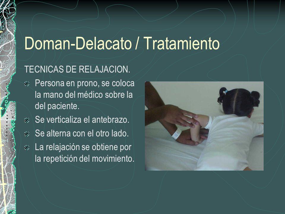 Doman-Delacato / Tratamiento TECNICAS DE RELAJACION. Persona en prono, se coloca la mano del médico sobre la del paciente. Se verticaliza el antebrazo