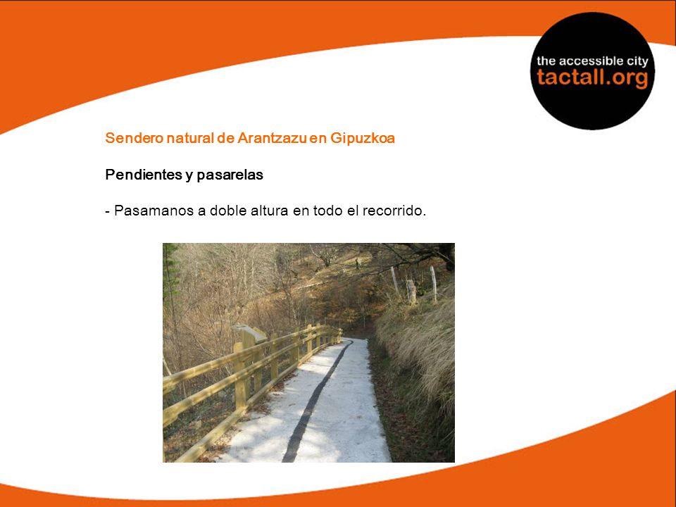 Sendero natural de Arantzazu en Gipuzkoa Pendientes y pasarelas - Pasamanos a doble altura en todo el recorrido.