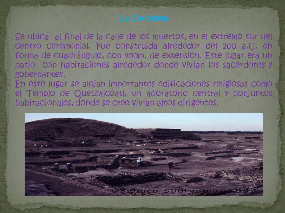 La Ciudadela Se ubica al final de la calle de los muertos, en el extremo sur del centro ceremonial. Fue construida alrededor del 200 a.C. en forma de