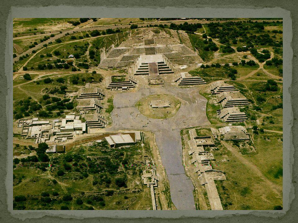 La Ciudadela Se ubica al final de la calle de los muertos, en el extremo sur del centro ceremonial.