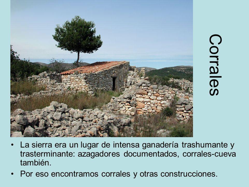 Corrales La sierra era un lugar de intensa ganadería trashumante y trasterminante: azagadores documentados, corrales-cueva también. Por eso encontramo