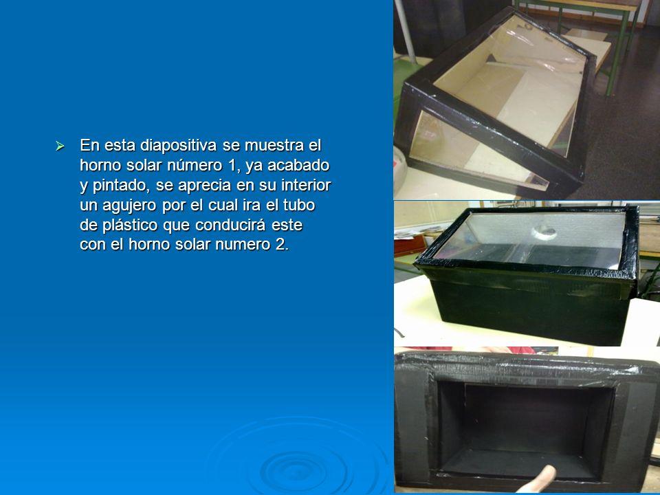 En esta diapositiva se muestra el horno solar número 1, ya acabado y pintado, se aprecia en su interior un agujero por el cual ira el tubo de plástico