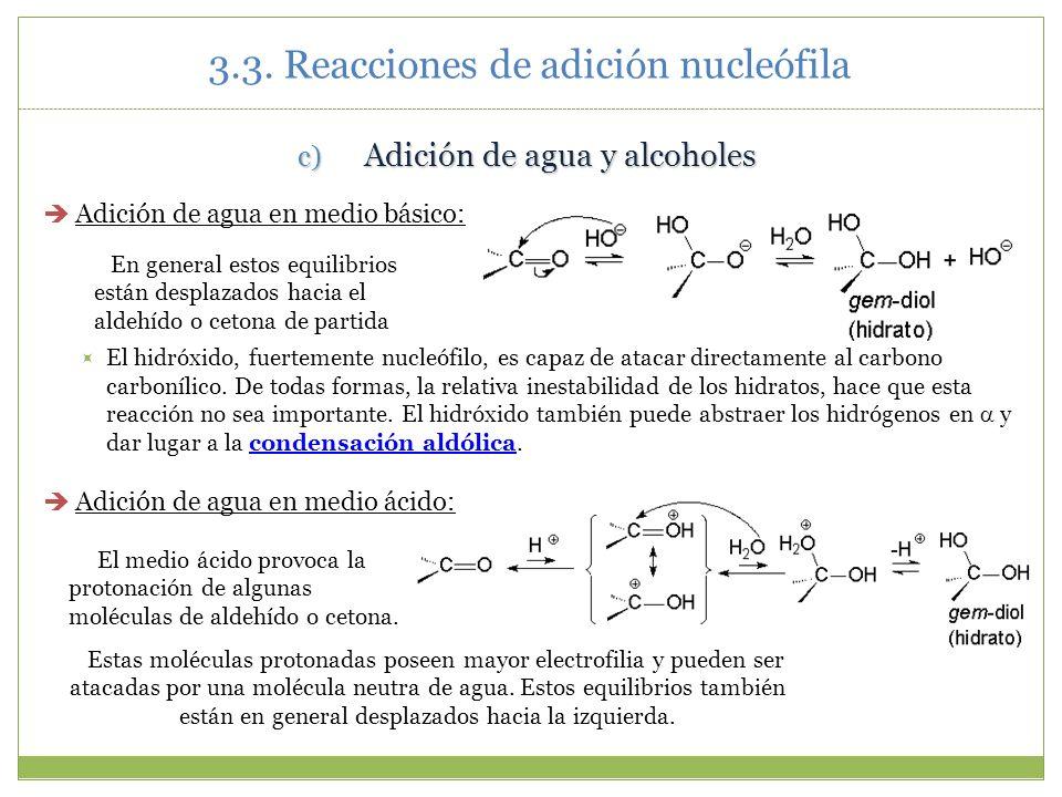 c) Adición de agua y alcoholes Adición de agua en medio básico: El hidróxido, fuertemente nucleófilo, es capaz de atacar directamente al carbono carbo
