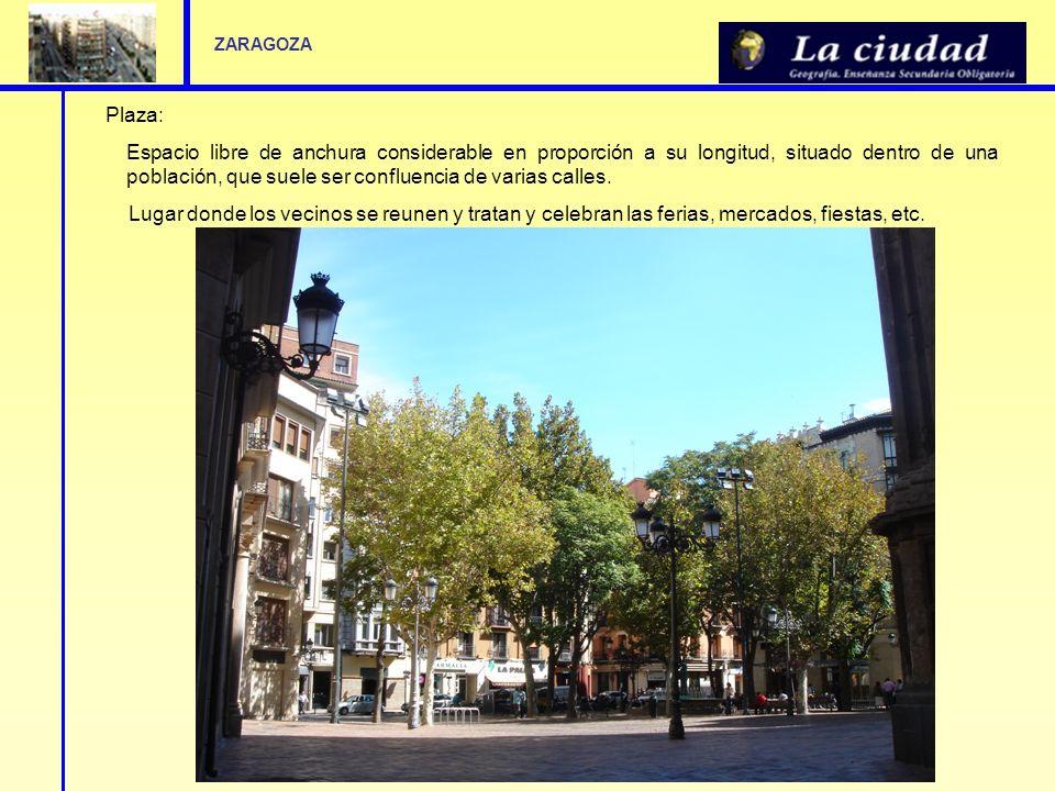 Plaza: Espacio libre de anchura considerable en proporción a su longitud, situado dentro de una población, que suele ser confluencia de varias calles.