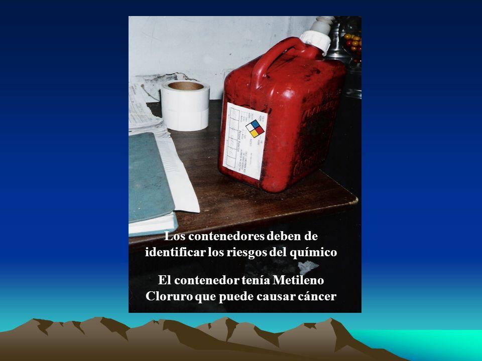 Los contenedores deben de identificar los riesgos del químico El contenedor tenía Metileno Cloruro que puede causar cáncer