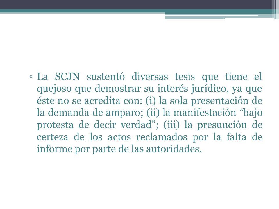 La SCJN sustentó diversas tesis que tiene el quejoso que demostrar su interés jurídico, ya que éste no se acredita con: (i) la sola presentación de la