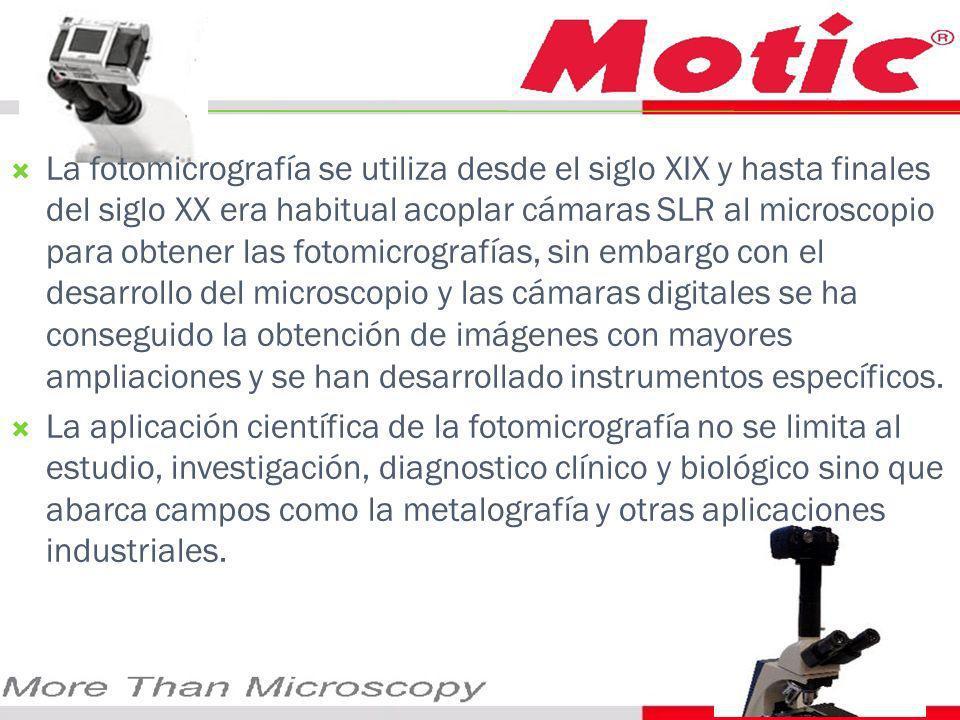 La fotomicrografía se utiliza desde el siglo XIX y hasta finales del siglo XX era habitual acoplar cámaras SLR al microscopio para obtener las fotomicrografías, sin embargo con el desarrollo del microscopio y las cámaras digitales se ha conseguido la obtención de imágenes con mayores ampliaciones y se han desarrollado instrumentos específicos.