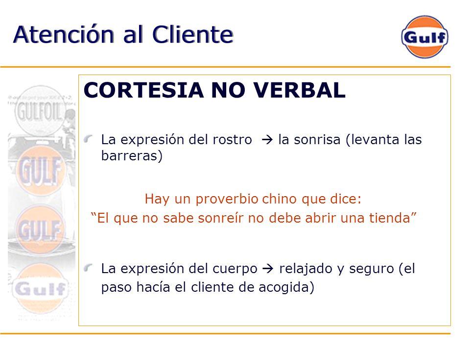 Atención al Cliente CORTESIA NO VERBAL La expresión del rostro la sonrisa (levanta las barreras) La expresión del cuerpo relajado y seguro (el paso ha