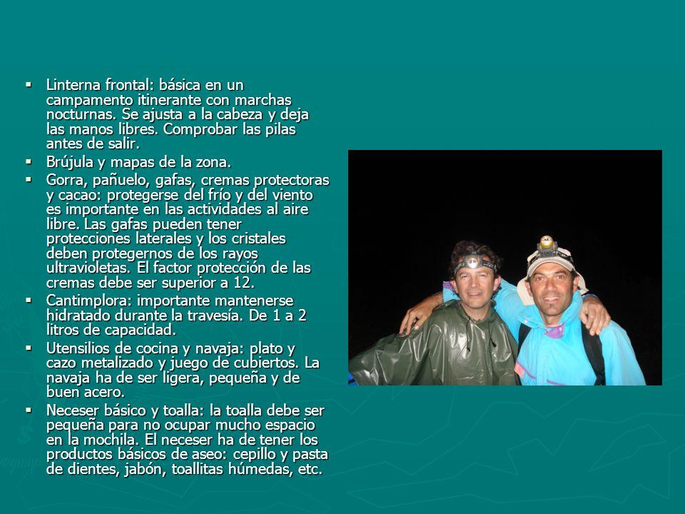 Linterna frontal: básica en un campamento itinerante con marchas nocturnas. Se ajusta a la cabeza y deja las manos libres. Comprobar las pilas antes d