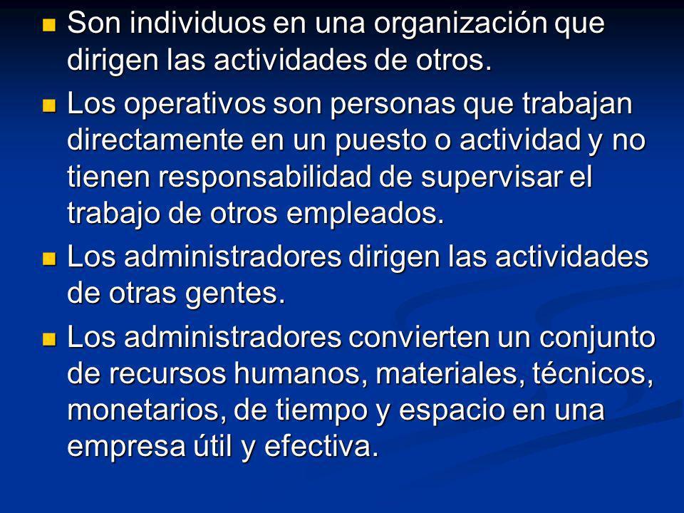 Son individuos en una organización que dirigen las actividades de otros. Son individuos en una organización que dirigen las actividades de otros. Los