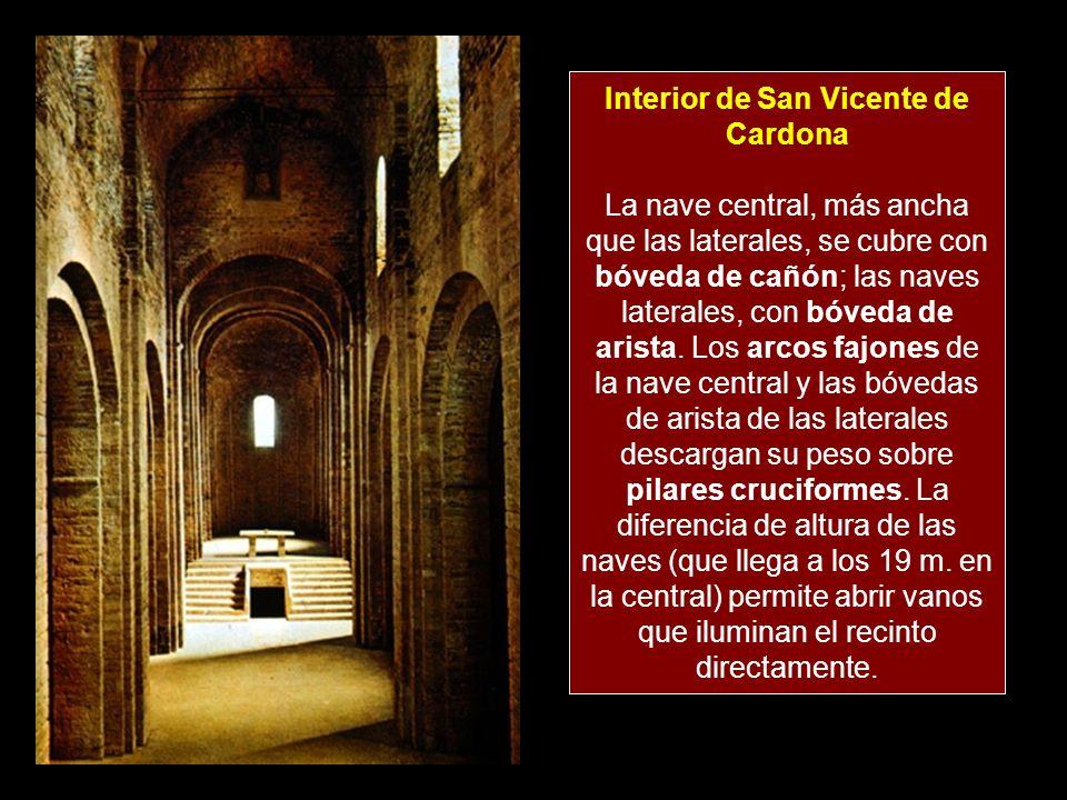 Interior de San Vicente de Cardona La nave central, más ancha que las laterales, se cubre con bóveda de cañón; las naves laterales, con bóveda de aris