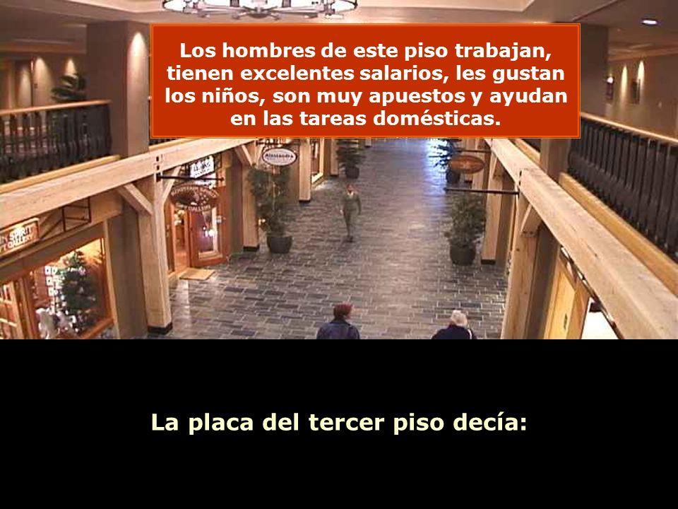 Ria Slides La placa del tercer piso decía: Los hombres de este piso trabajan, tienen excelentes salarios, les gustan los niños, son muy apuestos y ayudan en las tareas domésticas.
