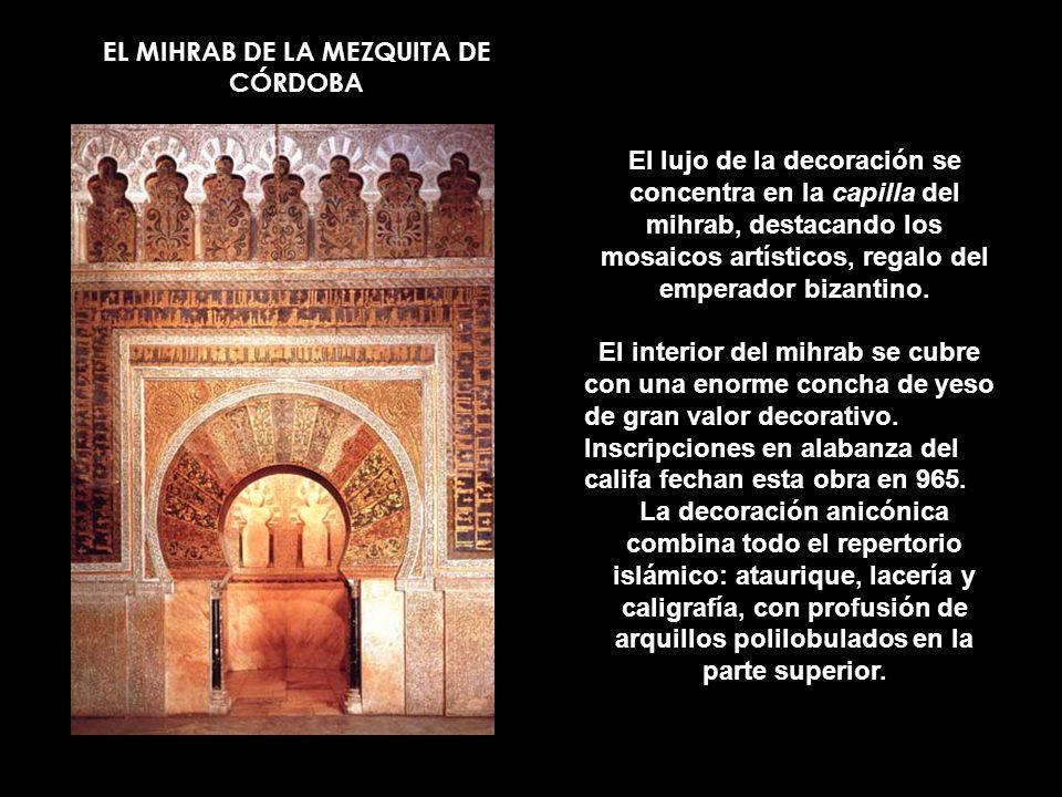EL MIHRAB DE LA MEZQUITA DE CÓRDOBA El lujo de la decoración se concentra en la capilla del mihrab, destacando los mosaicos artísticos, regalo del emp